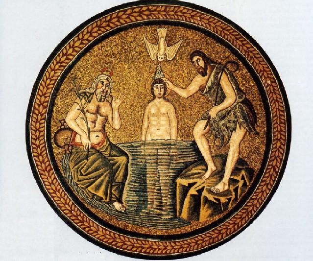 Mosaico de un baptisterio del siglo V, Ravenna, Italia. Muestra el bautismo de Jesús por Juan en el rio Jordán. El Espíritu de Dios desciende sobre Jesus en la forma de una paloma. Lo mira un anciano con cabello blanco: la personificació clásica del rio.